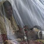 Eine Flüchtlingsfrau mit ihrem, von einer Diarrhoe betroffenen Kind auf der Kinderstation des Hospitals Banadir.