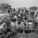 Sudan, Region Darfur. Mit denen von sudanesischen Regierungstruppen erbeuteten Fahrzeugen patrouillieren Milizen der Rebellenbewegung JEM im Grenzgebiet zum Tschad.