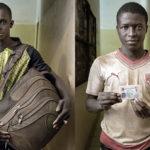 Mohamed Cissoko (26 Jahre aus dem Senegal) mit seinen Habseligkeiten. Samukai Ado Dawon (26 Jahre aus Liberia) blieb nur seine ID-Card. Sein Rucksack wurde ihm auf der Rückreise gestohlen.
