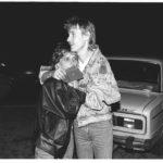 Ungarisch-Österreichischer Grenzübergang bei Hegyeshalom in der Nacht vom 10. auf den 11. September 1989: einem jungen Paar, die aus der DDR über Ungarn geflohen sind, wurden beim Grenzübertritt im Schnellverfahren die Reisepässe der Bundesrepublik Deutschland ausgehändigt.