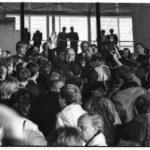 3. Oktober 1990, Feierlichkeiten zur Deutschen Einheit: Der Auftritt des Einheitskanzler Helmut Kohl auf den Stufen vor dem Reichstagsgebäude.